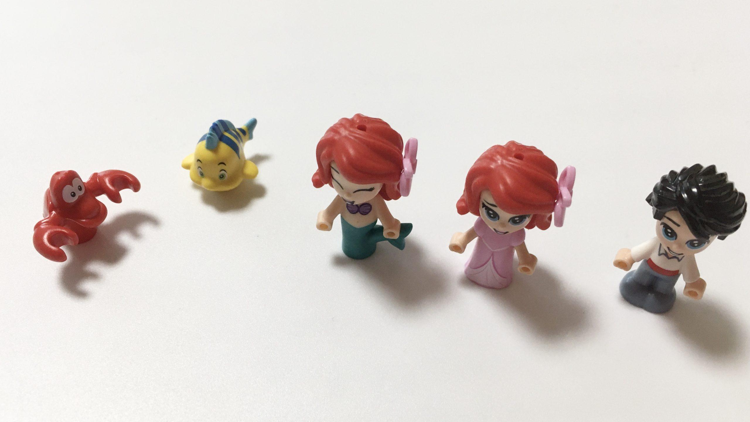 人形も通常のレゴより小さいサイズ感