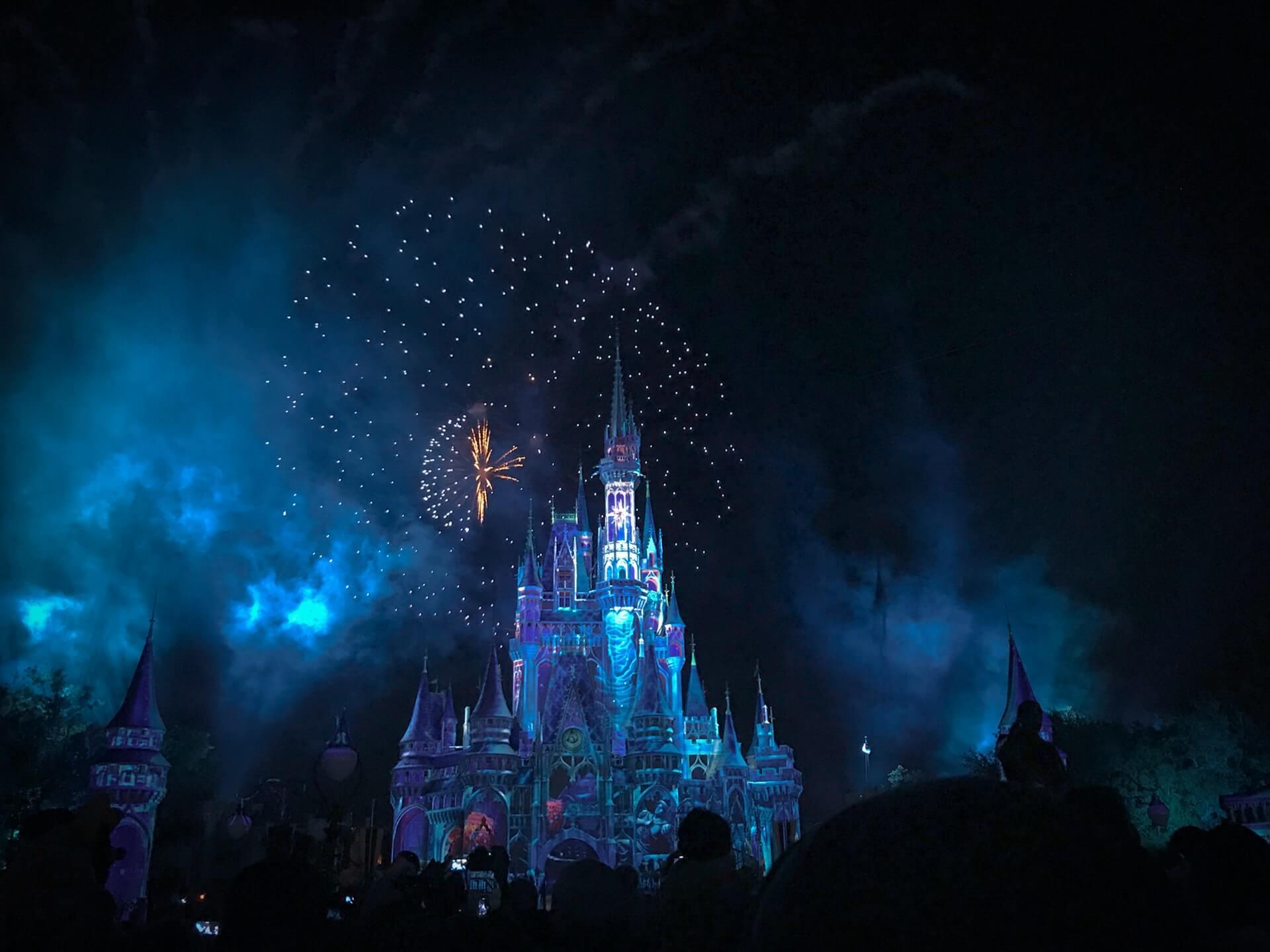 【デートの必勝法】ディズニーの花火打ち上げ場所と穴場スポット